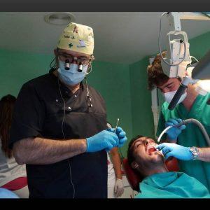 Curso del Dr. Elias Fornes expansiones de cresta osea estrecha e implantes
